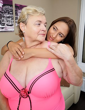 Big Tit Mom and Girl Porn Pictures